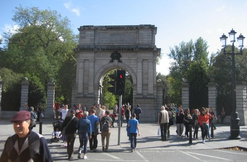 På hjørnet af grafton street og king street south ligger indgangen